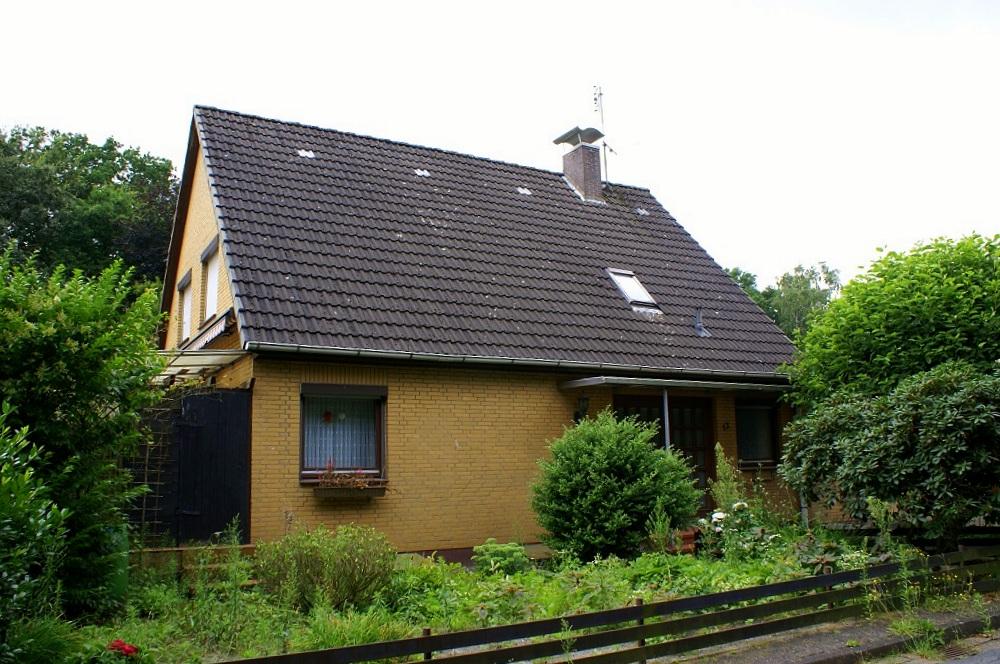 RESERVIERT!   Einfamilienhaus mit Vollkeller u. kleiner Gewerbeeinheit